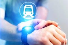 Conceito de registrar o bilhete de trem em linha - conceito do curso foto de stock royalty free