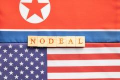 Conceito de relações bilaterais dos EUA e da exibição da Coreia do Norte com bandeira e de Nodeal em letras de bloco de madeira foto de stock royalty free