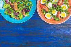 Conceito de saladas deliciosas saudáveis imagens de stock