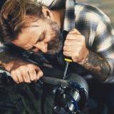 Conceito de Screwdriver Fixing Garage do mecânico foto de stock royalty free