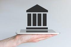 Conceito de serviços financeiros e da empresa seguradora digitais e móveis fotos de stock