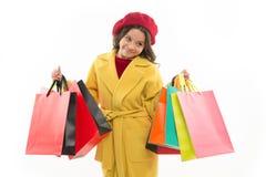 Conceito de Shopaholic Sinais você é dedicado à compra Sacos de compras bonitos do grupo da posse da menina da criança Criança sa fotos de stock
