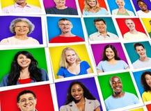 Conceito de sorriso alegre multi-étnico da diversidade dos povos das caras Imagem de Stock