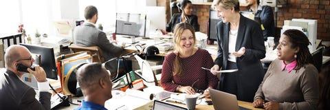 Conceito de Team Discussion Team Customer Service do negócio imagens de stock royalty free