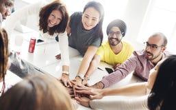 Conceito de Team Teamwork Join Hands Partnership imagem de stock royalty free