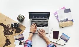Conceito de trabalho da mesa da pesquisa do portátil do computador imagem de stock royalty free