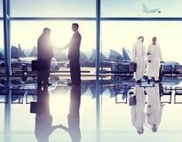 Conceito de uma comunicação da viagem de negócios do aeroporto dos povos Imagens de Stock Royalty Free
