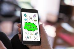 Conceito de venda social em um smartphone fotos de stock
