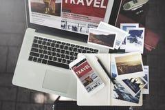 Conceito de viagem da tecnologia do portátil das férias do feriado do curso imagens de stock