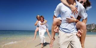 Conceito de viagem da viagem da natureza do estilo de vida da praia dos pares foto de stock royalty free