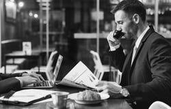 Conceito de Working Leadership Strategy do homem de negócios fotos de stock