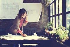 Conceito de Working Planning Sketch da mulher de negócios Imagens de Stock Royalty Free