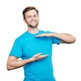 Conceito desing do t-shirt de Bluet Homem novo de sorriso foto de stock