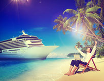 Conceito do abrandamento de Beach Cruise Ship do homem de negócios fotos de stock