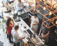 Conceito do abrandamento do restaurante do café do contador da barra da cafetaria fotografia de stock