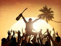 Conceito do adolescente das férias do divertimento da apreciação do festival de música do verão Foto de Stock