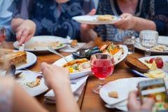 Conceito do alimento da restauração do restaurante do jantar do bufete Imagens de Stock