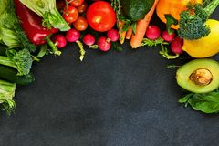 Conceito do alimento saud?vel, de legumes frescos e de frutos foto de stock royalty free