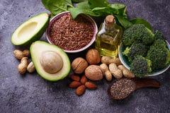 Conceito do alimento saudável Fontes da gordura do vegetariano foto de stock