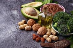 Conceito do alimento saudável Fontes da gordura do vegetariano fotos de stock