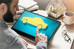Conceito do aluguel do carro, compra, seguro na Web imagem imagem de stock