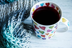 Conceito do amor, copo do chá vermelho Foto de Stock Royalty Free