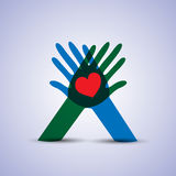 Conceito do amor e do cuidado, símbolo do coração nas mãos Fotografia de Stock Royalty Free