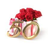Conceito do aniversário com as rosas vermelhas no presente isolado no fundo branco fiftieth 50th 3d rendem Fotografia de Stock