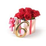 Conceito do aniversário com as rosas vermelhas no presente no fundo branco sexto 6o 3d rendem Imagens de Stock Royalty Free