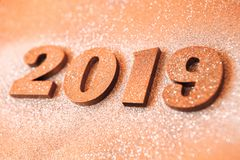 Conceito do ano novo Bandeira do ano novo feliz com ouro 2019 números Fundo criativo 2019 imagens de stock