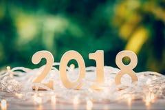Conceito do ano novo para 2018: A madeira numera 2018 no tampo da mesa de madeira Fotografia de Stock Royalty Free