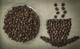 Conceito do aroma do café Copo de café feito dos feijões Fotos de Stock