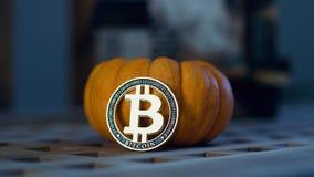 Conceito do bitcoin de Dia das Bruxas fotografia de stock