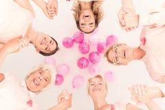 Conceito do câncer, mulheres no círculo foto de stock