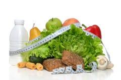 Conceito do café da manhã com fita métrica dos vagabundos verdes orgânicos da salada da maçã Fotografia de Stock