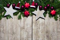 Conceito do cartão de Natal com abeto, bolas do Natal Fotos de Stock Royalty Free