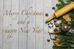 Conceito do cartão de Natal com Feliz Natal e um ano novo feliz Fotografia de Stock