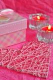Conceito do cartão do dia de Valentim, presente do Valentim, velas, presentes, surpresas, amor Fotografia de Stock Royalty Free