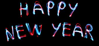 Conceito do celebrattion do ano novo Sinal fluorescente do tubo de néon do texto do ANO 2019 NOVO FELIZ na parede de tijolo escur foto de stock royalty free
