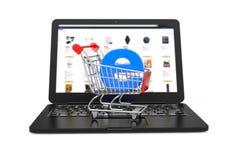 Conceito do comércio electrónico Trole do carrinho de compras com letra azul E como o comércio eletrônico sobre o portátil modern imagem de stock royalty free