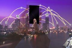 Conceito do conection do negócio no fundo da arquitetura da cidade Fotos de Stock Royalty Free