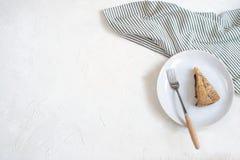Conceito do cosiness do outono - torta e chá da ameixa foto de stock