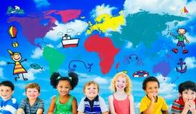 Conceito do curso da imaginação da aventura da viagem das crianças do mundo Imagens de Stock Royalty Free