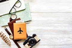 Conceito do curso e do desejo por viajar, backgrou planeando das férias de verão fotos de stock royalty free