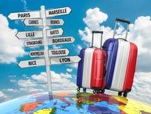 conceito do curso Malas de viagem e letreiro que a visitar em França Foto de Stock Royalty Free