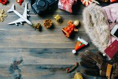 Conceito do curso do Natal Mulheres acessórias a viajar Natal Fotos de Stock Royalty Free