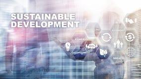 Conceito do desenvolvimento sustent?vel, da ecologia e da prote??o ambiental Energia renov?vel e recursos naturais dobro fotos de stock