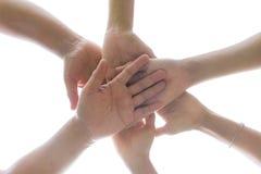 Conceito do dia da amizade As mãos batem e juntam-se junto Foto de Stock Royalty Free