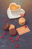Conceito do dia de Valentim com macarons franceses Foto de Stock Royalty Free