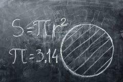 Conceito do dia do PI Círculos e fórmulas dos desenhos com PI imagem de stock royalty free
